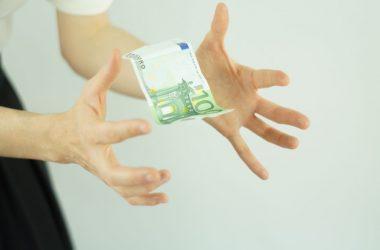 Czym różnią się wakacje kredytowe od karencji w spłacie raty