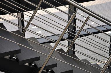 Konstrukcje stalowe schodów wewnętrznych - jakie schody wybrać
